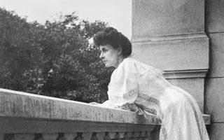 Η Πηνελόπη Δέλτα στο σπίτι της στην Κηφισιά όπου έγραψε τις «Ρωμιοπούλες».