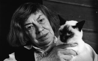 Η Πατρίσια Χάισμιθ έχει γράψει εκπληκτικά ποιήματα εμπνευσμένα από τις αγαπημένες της γάτες.