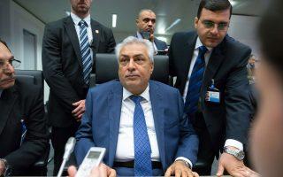 Ο υπουργός Πετρελαίου του Ιράκ, Αμπντούλ Καρέμ αλ Λουαμπί δίνει συνέντευξη στους δημοσιογράφους πριν από την έναρξη συνεδρίασης του ΟΠΕΚ.