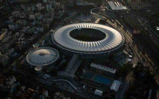 ΜΑΡΑΚΑΝΑ, ΡΙΟ ΝΤΕ ΖΑΝΕΪΡΟ: Χωρητικότητα: 76.804 Υψόμετρο: Επίπεδο θάλασσας Απόσταση από το Ρίο: !!! Ένα από τα πιο διάσημα γήπεδα στην ιστορία του παγκοσμίου ποδοσφαίρου. Η ανακατασκευή του διήρκεσε 3 χρόνια και εγκαινιάστηκε στο Κυπέλλο Συνομοσπονδιών το 2013. Στις 13 Ιουλίου, η καρδιά του παγκοσμίου ποδοσφαίρου θα χτυπάει στο Μαρακανά, όπου θα διεξαχθεί ο τελικός του Παγκοσμίου Κυπέλλου 2014. ΤΟ ΞΕΡΑΤΕ; Κατά καιρούς, έχουν αφαιρεθεί θέσεις καθήμενων από το Μαρακανά για λόγους ασφαλείας. Παλιότερα χωρούσε 200.000 άτομα.