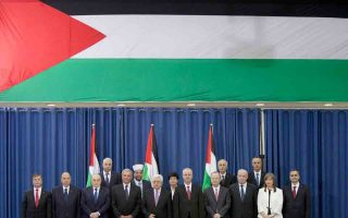 Η νέα κυβέρνηση εθνικής ενότητας, υπό τον πρωθυπουργό Ράμι Χαμντάλα, αποτελείται κυρίως από δικηγόρους, επιχειρηματίες και πανεπιστημιακούς, που δεν σχετίζονται επίσημα με τη Φατάχ ή τη Χαμάς.