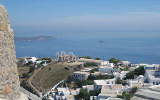 Οι μύλοι της Ιεράς Μονής βρίσκονται σε περίοπτη θέση στη Χώρα και αποτελούν ιστορικά μνημεία.