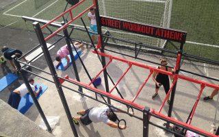 Δυνατότητα εξειδικευμένης άθλησης με ταβάνι τον... ουρανό προσφέρει το Street Work Out-Athens, το πρώτο εξωτερικό γυμναστήριο της Αθήνας, στον ιστορικό χώρο του Φωκιανού.
