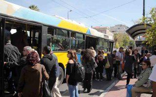 Οι τρίμηνες κάρτες λεωφορείων και τρόλεϊ κοστίζουν 58 ευρώ και οι εξάμηνες 110 ευρώ.