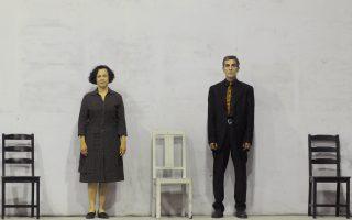 Η Κίττυ Παϊταζόγλου και ο Γιάννης Χαριτοδιπλωμένος σε μια σκηνή από το έργο της Λούλας Αναγνωστάκη.