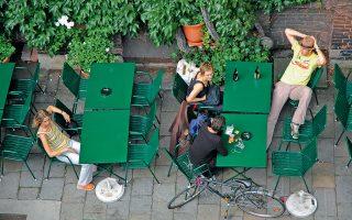 Βιέννη, μια μοντέρνα πόλη με ατμόσφαιρα εποχής με τα ποδήλατα και τα σύγχρονα καφέ. (Φωτογραφία: Ιφιγένεια Βιρβιδάκη)