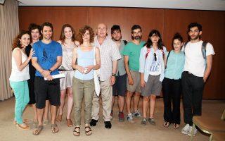Μερικοί από τους συντελεστές των δύο πρώτων παραστάσεων στην Επίδαυρο, γύρω από τον Γιώργο Λούκο.