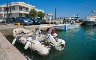 Σε βάρος του Ερκάν εκκρεμούσε ένταλμα σύλληψης για ανάμειξη στην υπόθεση μεταφοράς όπλων και εκρηκτικών με ταχύπλοο σκάφος ανοικτά της Χίου, το καλοκαίρι του 2013.