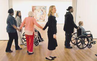 Ξενάγηση σε μουσείο της Νέας Υόρκης, με ασθενείς του Αλτσχάιμερ να συνδυάζουν τη σωματική άσκηση με την τέχνη.