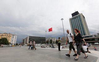 Η αντίσταση στη σχεδιαζόμενη ανάπτυξη της περιοχής γύρω από την εικονιζόμενη πλατεία Ταξίμ συσπείρωσε μεγάλη μερίδα κατοίκων της Πόλης.