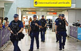 Εντονη αστυνομική παρουσία χθες στην αίθουσα διεθνών αφίξεων του αεροδρομίου Χίθροου στο Λονδίνο.