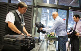 Εντείνονται και στη Γαλλία, μετά τη Βρετανία, οι έλεγχοι ασφαλείας των επιβατών των απευθείας πτήσεων προς τις ΗΠΑ. Στο επίκεντρο βρίσκονται οι ηλεκτρονικές συσκευές.