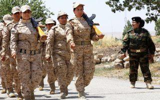 Γυναικείο τμήμα των μαχητών Πεσμεργκά του ιρακινού Κουρδιστάν εκπαιδεύεται στη Σουλεϊμανίγια.