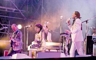 Οι Arcade Fire στο ιπποδρόμιο Cappanelle, σταθμό της περιοδείας τους στην Ευρώπη.