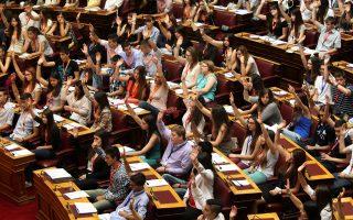 Συγκλονιστική η φωνή στο Κοινοβούλιο των Ελλήνων εφήβων, οι οποίοι αγωνιούν για το μέλλον τους.