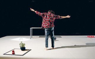 Ο Τούρκος χορευτής Κερέμ Γκελεμπέκ στο έργο του Κριστιάν Ριζό, μια σπουδή για την υπαρξιακή εξορία.