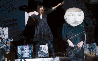 Η μουσικοθεατρική παράσταση σε σύλληψη, σκηνοθεσία, μουσική, ερμηνεία Λουίζας Κωστούλα «Στα Υπόγεια του BBC» στο Παλαιό Ελαιουργείο - παραλία Ελευσίνας, στο πλαίσιο Αισχυλείων 2014. Αύριο Σάββατο, ώρα 8.30 μ.μ.
