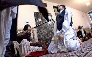 Τελετή Αλεβιτών, Τουρκία. Από τη σταδιακή του γέννηση, τον 11ο και 12ο αιώνα μ.Χ., μέχρι και σήμερα, ο σουφισμός αποτελεί ένα από τα μεγαλύτερα αναχώματα ενάντια σε όλες τις ακραίες τάσεις που διαμορφώνονται στο πολιτικό Ισλάμ αλλά και στις κοινωνικές αδικίες στις μουσουλμανικές χώρες.