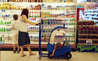 Σήμερα, ένα δίμηνο μετά τη ρύθμιση για το γάλα, σύμφωνα με πηγές της αγοράς, μια βιομηχανία στην Κεντρική Ελλάδα διακινεί γάλα 8 ημερών «σαν 7 ημερών», ενώ έχουν αυξηθεί κατακόρυφα οι εισαγωγές από γειτονικές χώρες.