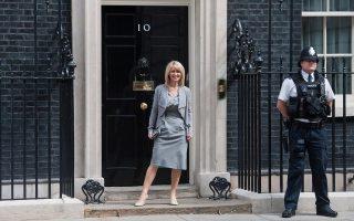 Η Εστερ Μακ Βέι, υπουργός Απασχόλησης, κράτησε τη θέση της, αλλά εις το εξής θα συμμετέχει και στις συνεδριάσεις του υπουργικού συμβουλίου.