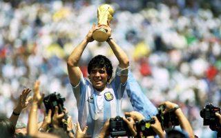 1986. Έχοντας πάρει στις πλάτες του σε ολόκληρη την διοργάνωση την Αργεντινή, ο Ντιέγκο Μαραντόνα, εμφανώς πανευτυχής, υψώνει το βαρύτιμο τρόπαιο στον ουρανό της Πόλης του Μεξικού. Είχε προηγηθεί ένας από τους πλέον συναρπαστικούς τελικούς στην ιστορία του Παγκοσμίου Κυπέλλου, με την «αλμπισελέστε» να επικρατεί της Δυτικής Γερμανίας με 3-2.