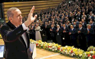 O Tούρκος πρωθυπουργός Ταγίπ Ερντογάν εμφανίζεται ως ο «μεγάλος αδελφός» σε Βοσνία και Αλβανία, ενώ στο Κόσοβο «πουλάει» διεθνή στήριξη.
