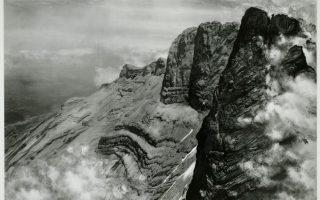Η κορυφή του Ολύμπου, ο Μύτικας, μέσα από τον φακό του Ελβετού φωτογράφου Frederic Boissonnas.