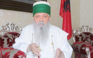 Ο Χατζή Μπαμπά Εντομοντ Μπραχιτάι θεωρεί πως «η Αλβανία θα πάει στην Ευρώπη με τον μπεχτασισμό και όχι με τον ισλαμικό φονταμενταλισμό». «Ο Τεκές είναι τόπος ειρήνης και ευλογίας, ενώ το τζαμί εκτρέφει τον εξτρεμισμό», τονίζει.