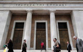Πηγές της Τράπεζας της Ελλάδος σημειώνουν ότι οι τράπεζες έχουν ενισχυθεί με το πακέτο των 50 δισ. ευρώ που διαχειρίζεται το ΤΧΣ και ενδεχόμενη μεταφορά των προβληματικών δανείων σε έναν νέο φορέα του Δημοσίου θα αποτελούσε μια διευθέτηση που θα ήταν σε βάρος των συμφερόντων των φορολογουμένων.