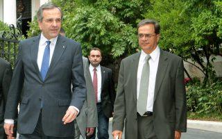 Ο Αντώνης Σαμαράς μαζί με τον Γκίκα Χαρδούβελη. Το επιτελείο του Μεγάρου Μαξίμου και το υπουργείο Οικονομικών επιχειρούν να κλείσουν άμεσα όλες τις νομοθετικές εκκρεμότητες.