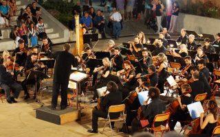 Η Εθνική Συμφωνική Ορχήστρα της ΝΕΡΙΤ στην παρθενική της εμφάνιση προ ημερών στην Π. Φώκαια υπό τον Δημήτρη Μποτίνη.