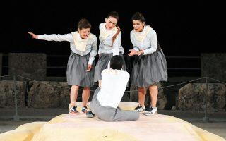 Σκηνή από την παράσταση του Εκτορα Λυγίζου «Προμηθέας δεσμώτης».