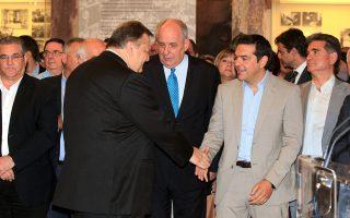 Ευάγγελος Βενιζέλος και Αλέξης Τσίπρας συνομίλησαν για τις εξελίξεις στη Γάζα σε εκδήλωση για τη συμπλήρωση 40 ετών από την αποκατάσταση της Δημοκρατίας.