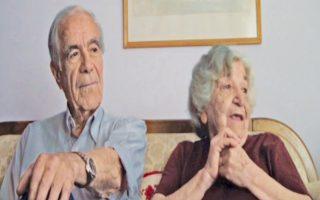 Ο Μπάμπης και η Ελένη Γκολέμα διηγούνται σε μαθητές για λογαριασμό της Τράπεζας Αναμνήσεων την ιστορία τους, που ενέπνευσε στον Παντελή Βούλγαρη την κινηματογραφική ταινία «Τα πέτρινα χρόνια».