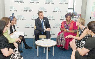 O Βρετανός πρωθυπουργός Ντέιβιντ Κάμερον παραβρέθηκε στις εργασίες της συνόδου «Girl Summit 2014» που θέμα της είναι να τερματισθεί ο ακρωτηριασμός των γεννητικών οργάνων των γυναικών.