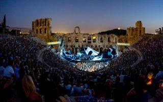 Θερμή υποδοχή το βράδυ της Κυριακής από το αθηναϊκό κοινό στον «Οθέλλο» διά χειρός Γιάννη Κόκκου (σκηνοθεσία, σκηνικά και κοστούμια).