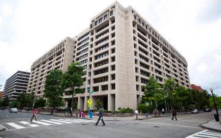 Για τις «διευθετήσεις» τραπεζικών υποχρεώσεων, συντάκτες του Working Paper του ΔΝΤ θεωρούν πως το εγχείρημα θα πρέπει να είναι χρονικά περιορισμένο, επιλεκτικό και να παρέχει ανακούφιση χρεών μόνο σε εκείνους τους δανειολήπτες των οποίων η ικανότητα να εξυπηρετούν το χρέος τους είναι πιθανό να αποκατασταθεί.