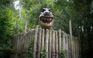 Ομοίωμα του Τυραννόσαυρου Ρεξ σε πραγματικό μέγεθος στο πάρκο Karpin Abentura στην Ισπανία.