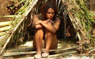«Γυμνοί και φοβισμένοι» είναι ο τίτλος του ριάλιτι σόου στο κανάλι Discovery, στο οποίο συμμετέχει η εικονιζόμενη Κάρι.