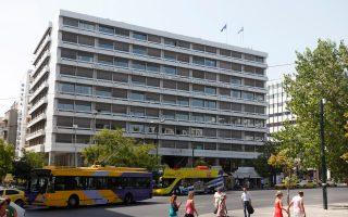 Συνολικά το υπουργείο Οικονομικών υπολογίζει να εισπράξει από τον ενιαίο φόρο ιδιοκτησίας ακινήτων περίπου 2,65 δισ. ευρώ.