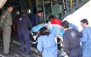 Από τις αρχές του Ιουλίου έως και προχθές, 151 περιστατικά ασθενών εξυπηρετήθηκαν με εναέρια μέσα. Ωστόσο, παρά τις μεγάλες ανάγκες, τα μέσα που διατίθενται στο ΕΚΑΒ για τις αεροδιακομιδές ασθενών δεν επαρκούν. Πολλά νησιά κατά τις νυχτερινές ώρες μένουν ακάλυπτα.