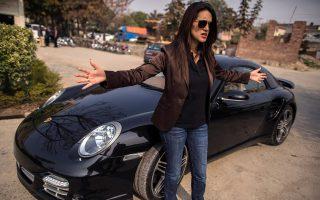 Η Ansa Hasan είναι η υπέυθυνη του τμήματος Μάρκετινγκ για την αντιπροωπεία της Porsche στο Πακιστάν.