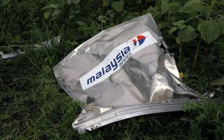 epaselect epa04323082 A piece of debris belonging to the Boeing 777, Malaysia Arilines flight MH17, which crashed during flying over the eastern Ukraine region, lies in the grass close to Grabovo village 100 Km east from  Donetsk, Ukraine, 19 July 2014. A Malaysia Airlines Boeing 777 with more than 280 passengers on board crashed in eastern Ukraine on 17 July. The plane went down between the city of Donetsk and the Russian border, an area that has seen heavy fighting between separatists and Ukrainian government forces.  EPA/ROBERT GHEMENT  EPA/ROBERT GHEMENT