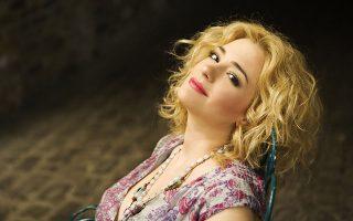 Για την «επικίνδυνη ηλικία» του περάσματος στην ωριμότητα θα τραγουδήσει η Νατάσσα Μποφίλιου σε μουσική Αγγελου Τριανταφύλλου.