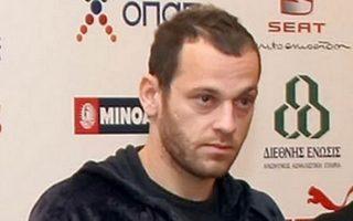 Ο 31χρονος αμυντικός, Χρήστος Μπούρμπος, είχε έλθει σε συμφωνία με τους «πράσινους» αμέσως μετά το τέλος του περασμένου πρωταθλήματος αλλά διάφορα θέματα νομικής φύσεως δεν επέτρεψαν να ολοκληρωθεί η απόκτησή του μόλις έμεινε ελεύθερος (μέσω προσφυγής) από τον ΟΦΗ.