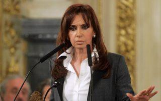 Οπως έχει τονίσει η πρόεδρος της Αργεντινής, Κριστίνα Φερνάντες ντε Κίρχνερ, η προοπτική συμβιβασμού με τα hedge funds προσκρούει στη συμφωνία ανταλλαγής ομολόγων που έχει υπογράψει με το 92% των πιστωτών της, καθώς αυτή υποχρεώνει τη χώρα να προσφέρει ίση μεταχείριση στο σύνολο των ομολογιούχων της.
