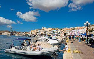 Φωτογραφίες: Γιώργος Δέτσης.                                                                                                                      Το τριήμερο 20-22 Ιουνίου το λιμάνι της Ερμούπολης γέμισε με λάτρεις φουσκωτών απ' όλη την Ελλάδα, που ταξίδεψαν έως εκεί για την 9η Πανελλήνια Συνάντηση.