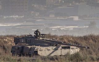 Στρατιωτικές δυνάμεις έχουν παραταχθεί στο νοτιότερο τμήμα των συνόρων του Ισραήλ, όπου η λωρίδα της Γάζας βρίσκεται σε απόσταση βολής.