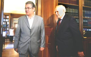 Εν τω μεταξύ, με τον Πρόεδρο της Δημοκρατίας συναντήθηκε χθες ο γ.γ. του ΚΚΕ κ. Δημήτρης Κουτσούμπας. Σε δηλώσεις του αμέσως μετά αναφέρθηκε στις εξελίξεις στη Γάζα, κάνοντας λόγο για «νέα γενοκτονία του Ισραήλ απέναντι στον παλαιστινιακό λαό», και πρόσθεσε ότι η ελληνική κυβέρνηση θα πρέπει να ακυρώσει όλες τις συμφωνίες με το Ισραήλ.