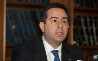 «Η λύση για την Ελλάδα απαιτεί τον συνδυασμό επέκτασης της διάρκειας δανεισμού και της μείωσης των επιτοκίων ώστε να μειωθεί περαιτέρω η σημερινή πραγματική αξία», δήλωσε ο κ. Μηταράκης.